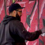 Graffiti na plotě či fasádě ubírá domům na ceně i na kráse